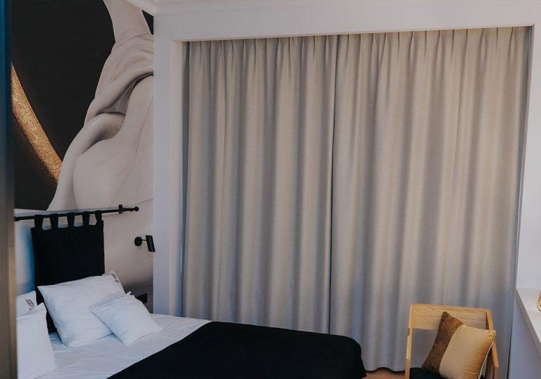 długa zasłona okienna do sypialni