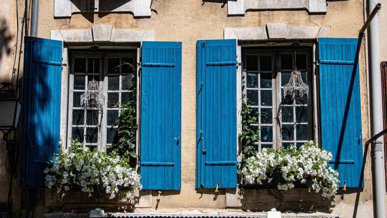 Okno prowansalskie z zewnątrz