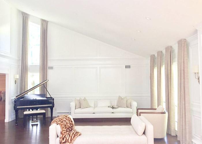 skośny sufit, dekoracje okienne