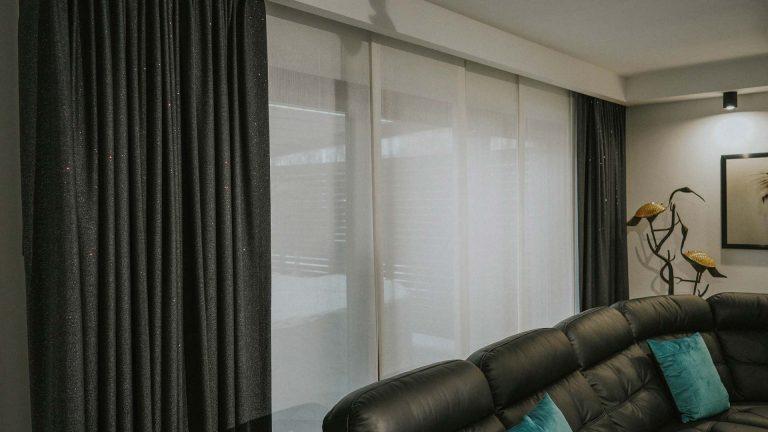 Zasłony panelowe, okno tarasowe