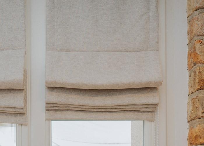 piękna roleta rzymska na okno
