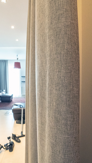 Struktura tkaniny akustycznej na kotarę na drzwi